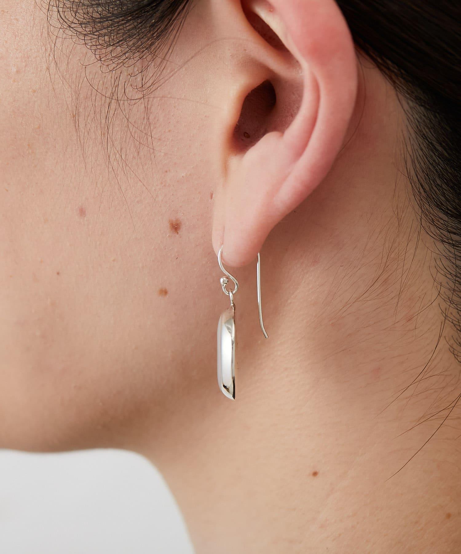 ear PAPILLONNER(イア パピヨネ) スターリングシルバーシェルピアス