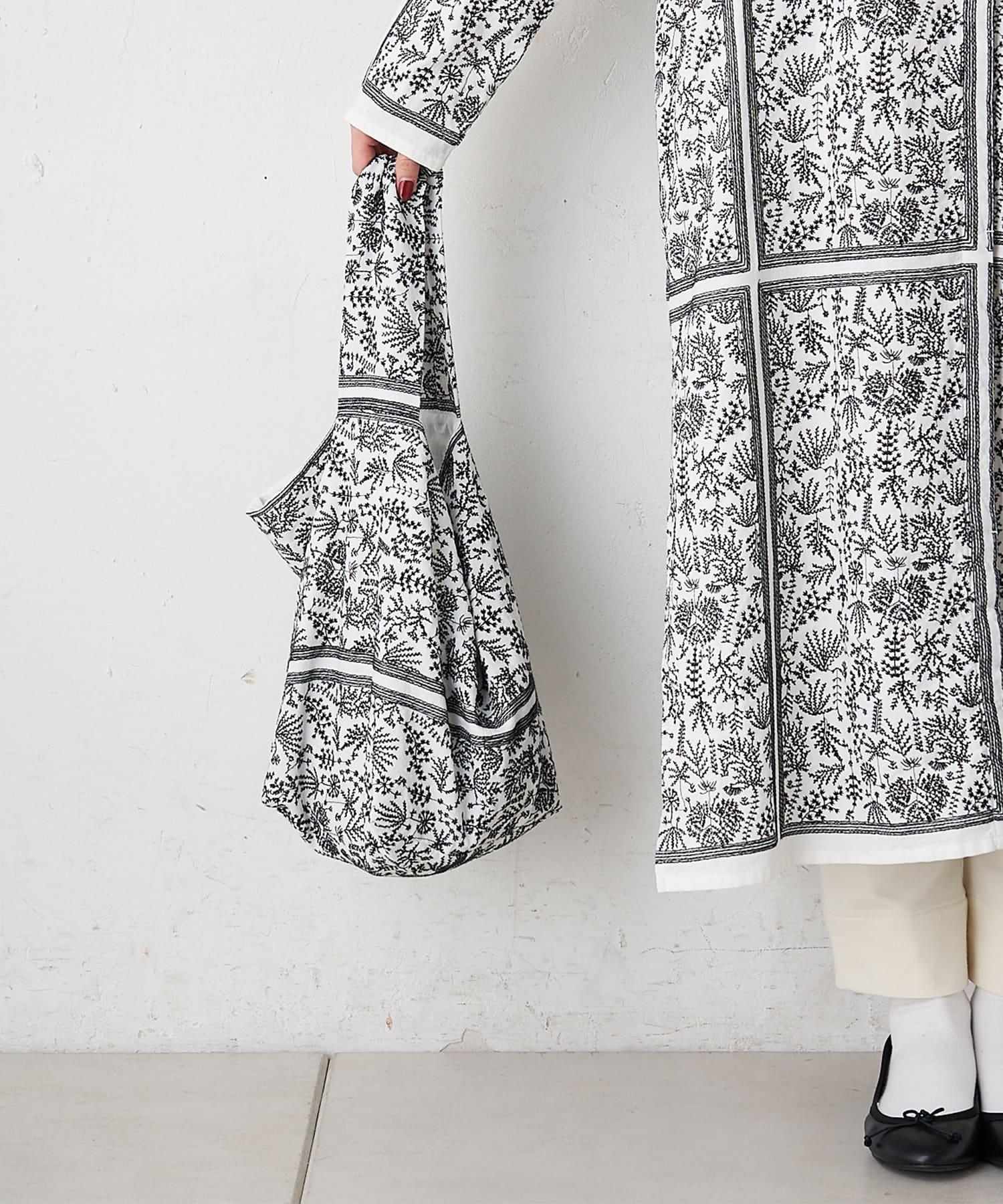 pual ce cin(ピュアルセシン) ボタニカルパネル刺繍バッグ