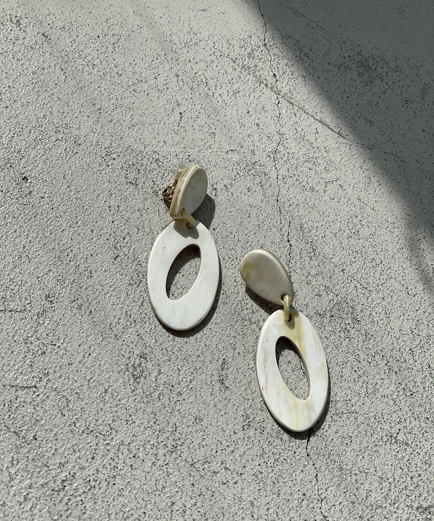 RIVE DROITE(リヴドロワ) 【ベーシックコーデにも映える】オーバルホールイヤリング