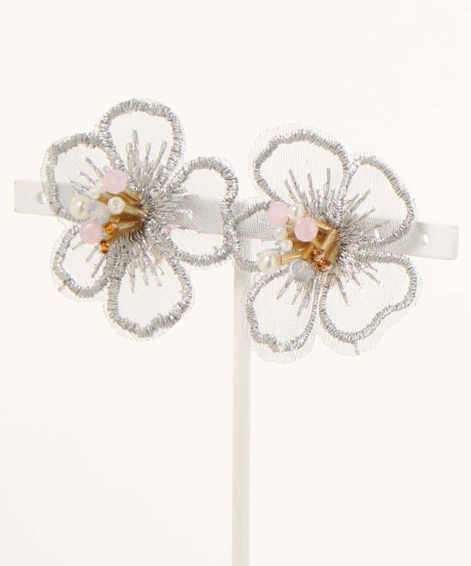 natural couture(ナチュラルクチュール) レディース 刺繍フラワーイヤリング ライトグレー
