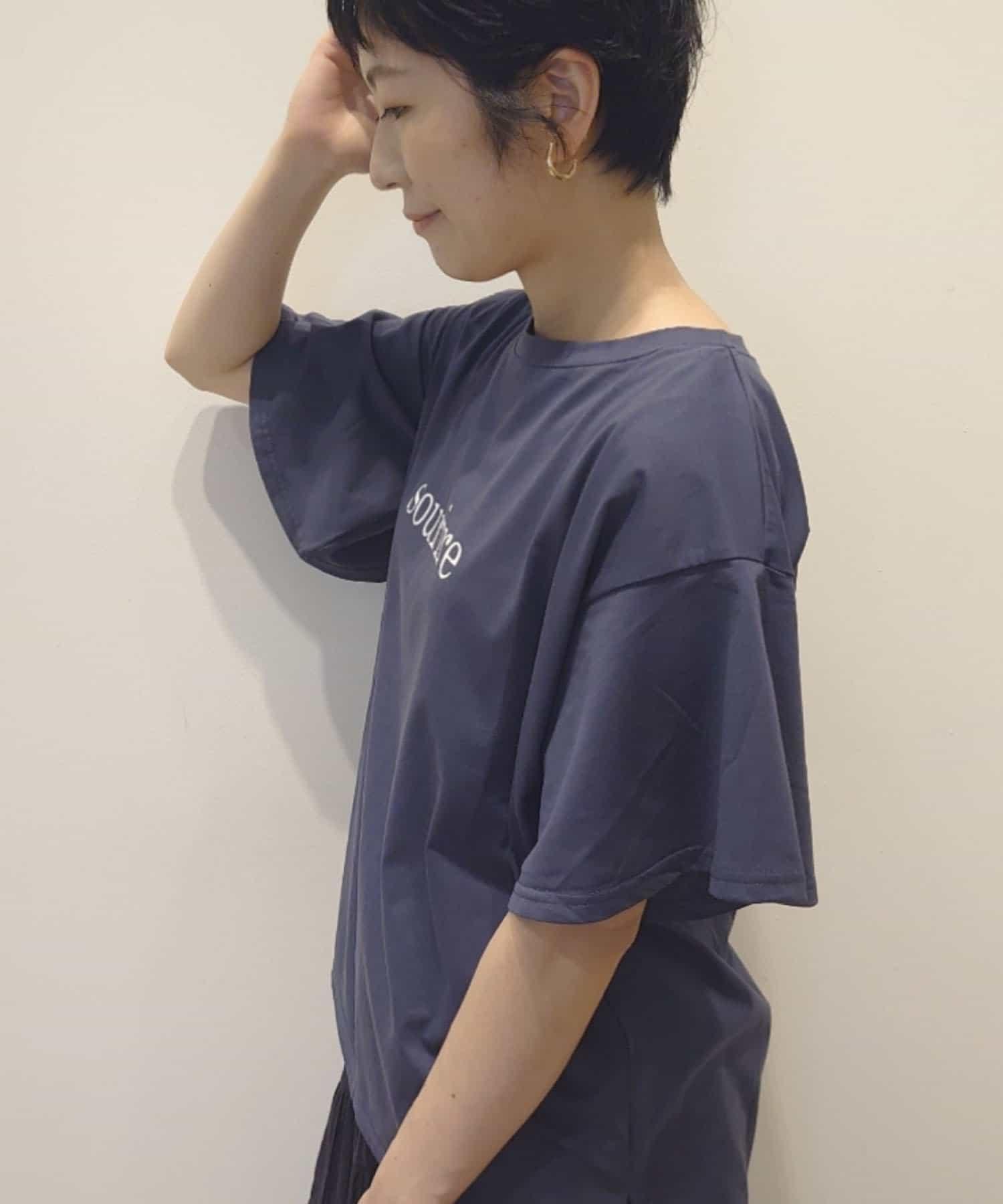 un dix cors(アンディコール) 【女性らしいシルエット】フレアスリーブロゴプリントTシャツ