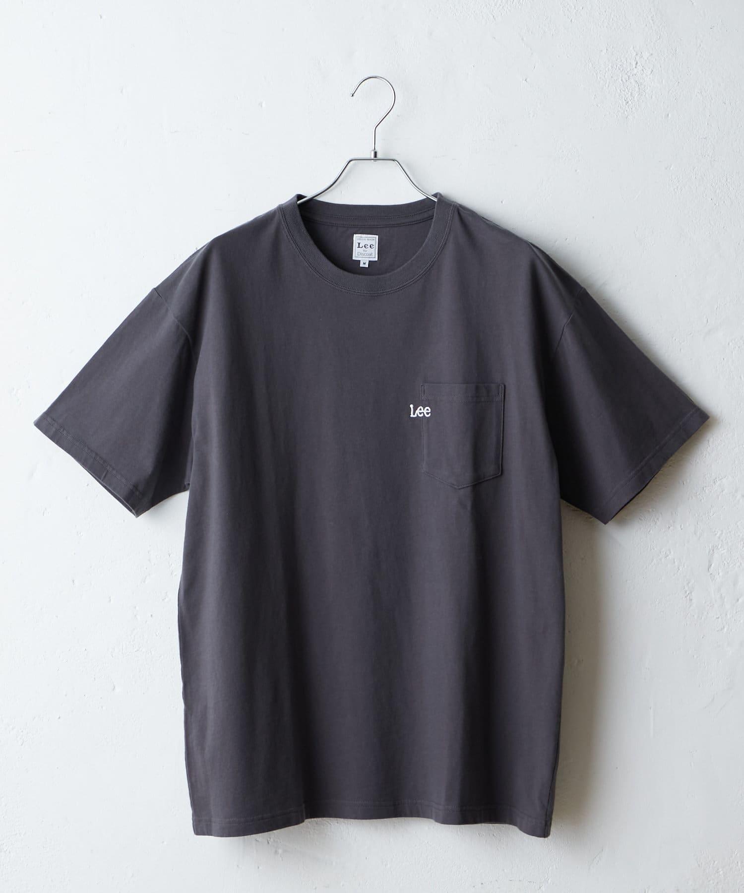 Discoat(ディスコート) 【Lee/リー】コラボポケ付刺繍バックプリントT