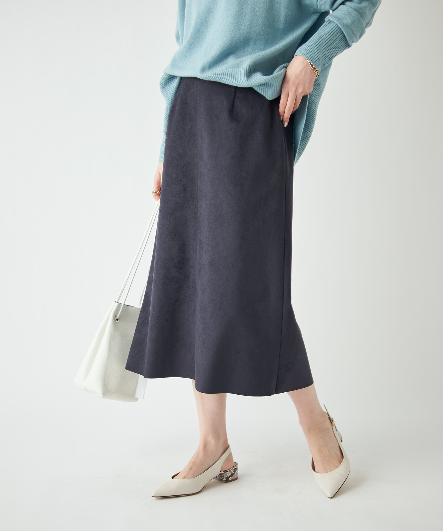 OUTLET premium(アウトレット プレミアム) 【《幅広いスタイリングが可能》手洗い可】エコスウェードセミストレートスカート