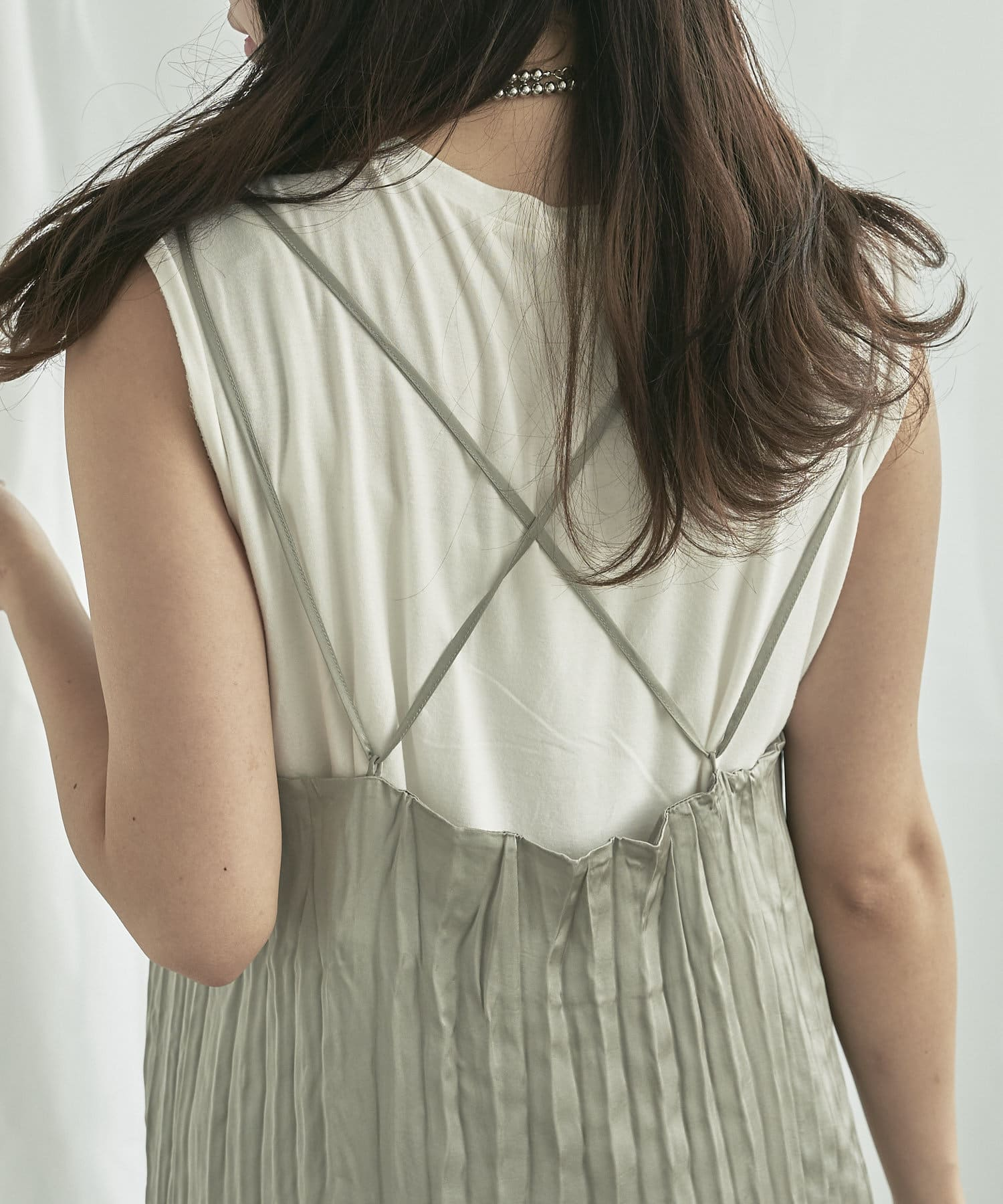 mona Belinda(モナ ベリンダ) 【着用動画あり】配色プリーツキャミワンピース