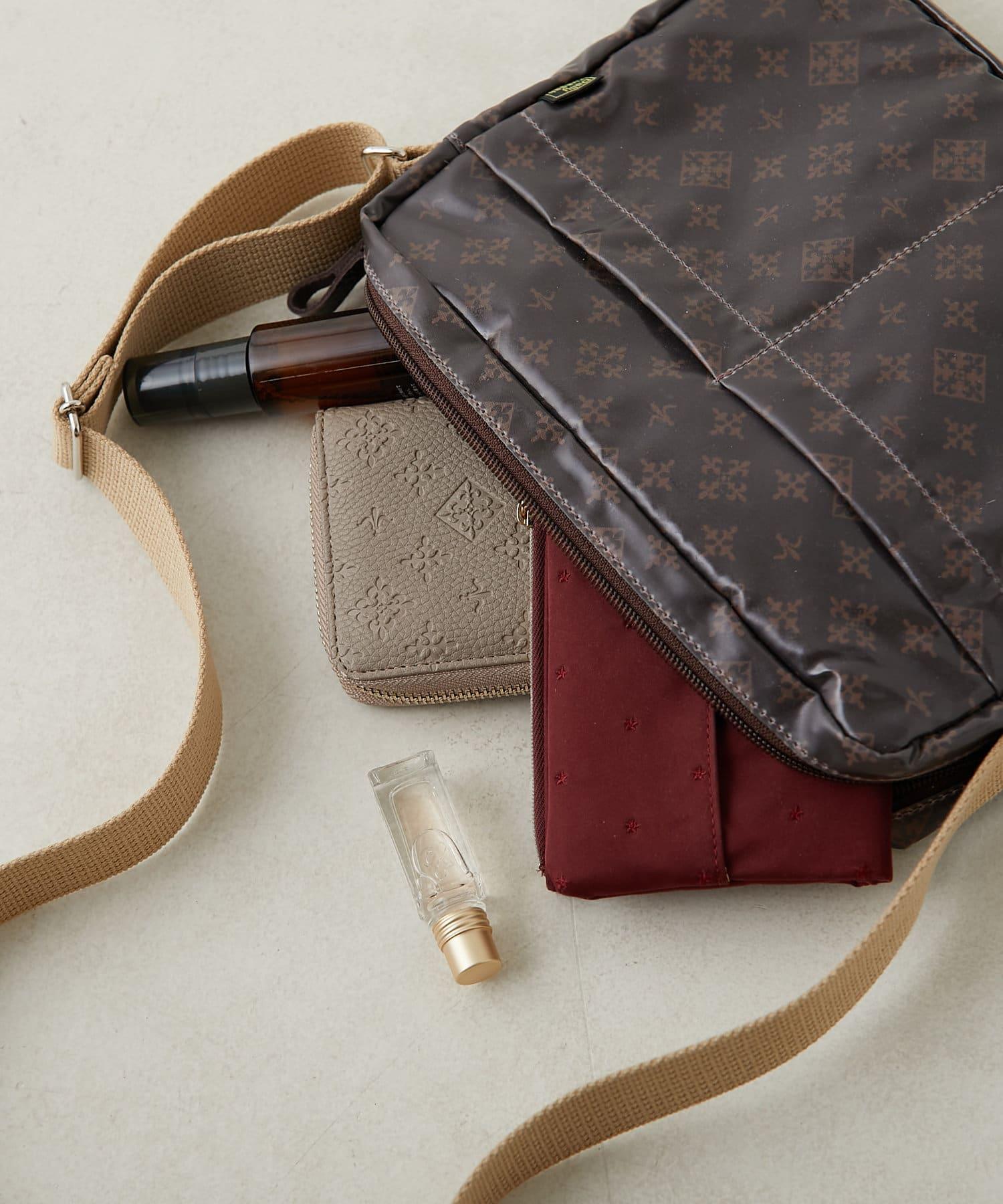 Daily russet(デイリー ラシット) 【撥水&制菌防臭】パルクロ限定 つるつるショルダーバッグ