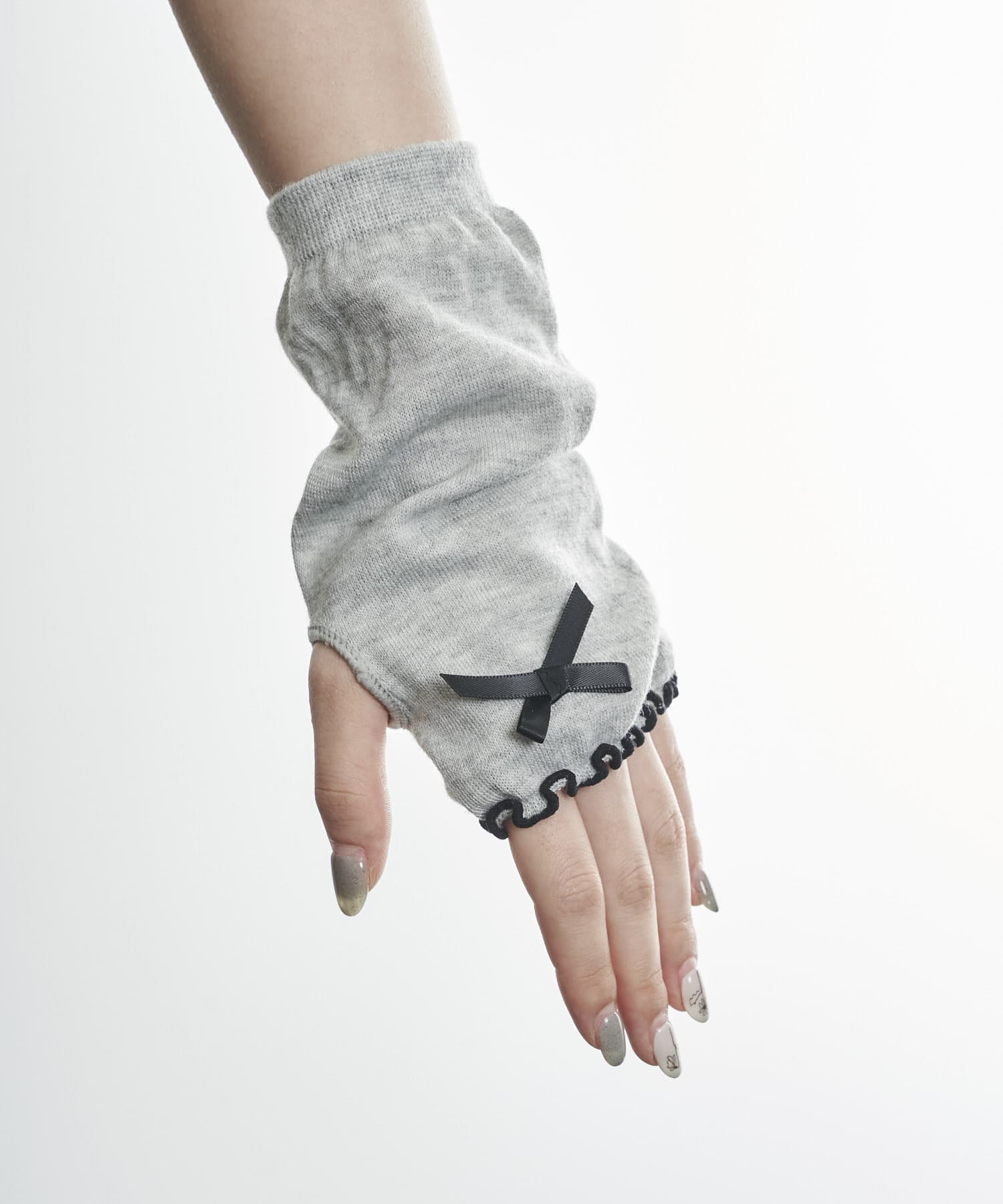 3COINS(スリーコインズ) ライフスタイル 【快適な日差し対策】冷感リボン付きアームカバーショート丈 グレー