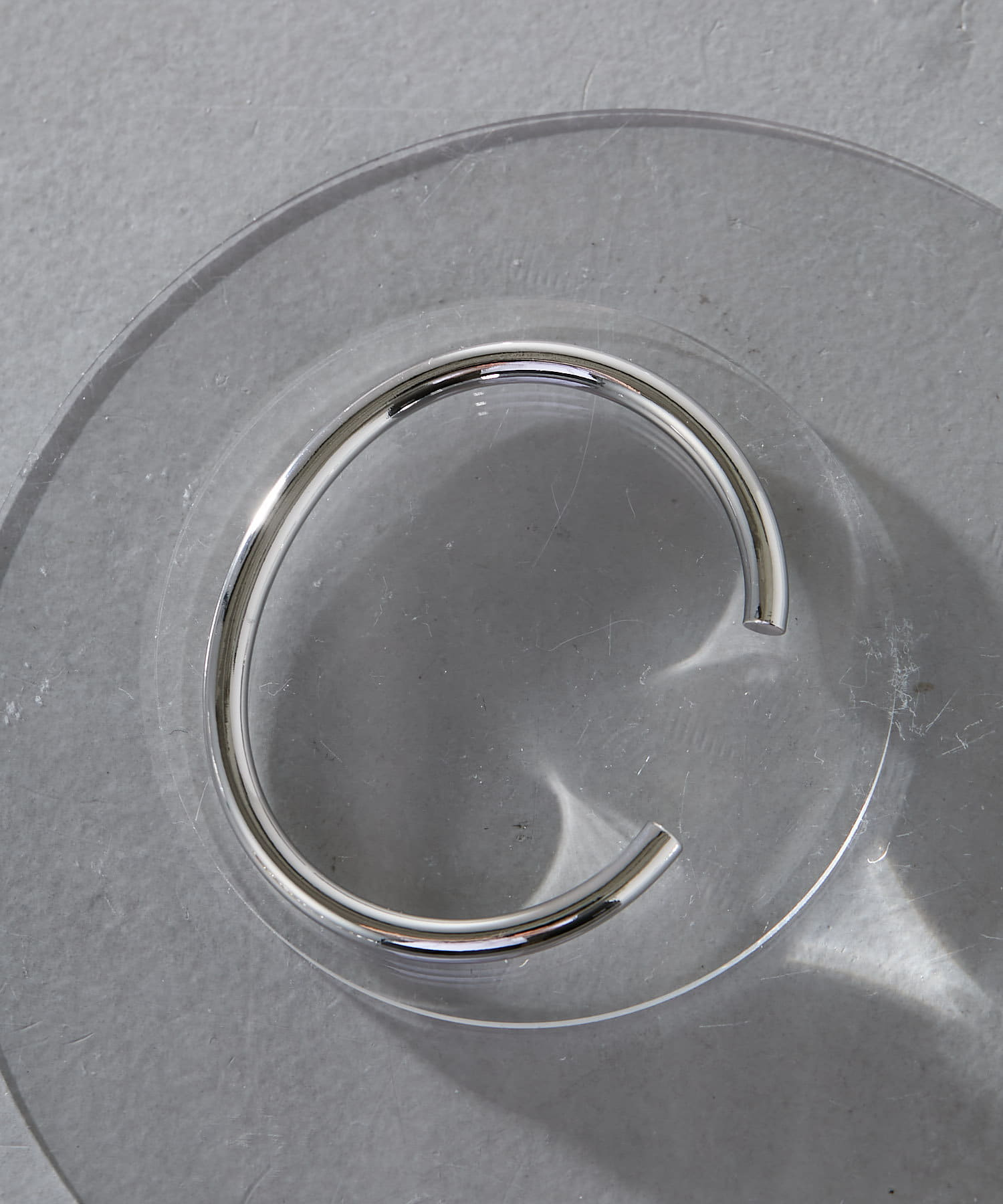 ear PAPILLONNER(イア パピヨネ) シンプルCメタルバングル