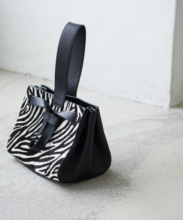 La boutique BonBon(ラブティックボンボン) 【PELLICO(ペリーコ)】ゼブラワンハンドルバッグ