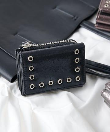COLONY 2139(コロニー トゥーワンスリーナイン) ハトメ付きファスナー三つ折り財布