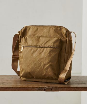 Daily russet(デイリー ラシット) 裏張りナイロン型押しマルチポケットショルダーバッグ