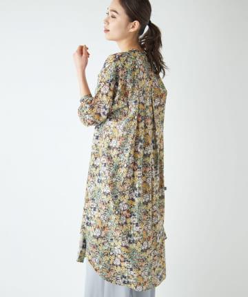 La boutique BonBon(ラブティックボンボン) 【COZスタイル・洗える】ガーデンフラワープリントチュニックシャツ