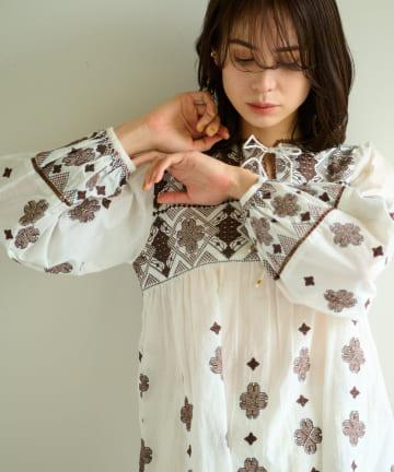 La boutique BonBon(ラブティックボンボン) 【手洗い可・セットアップ可】クロスステッチ刺繍ブラウス