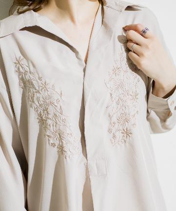 prose verse(プロズヴェール) 刺繍入りバックボタンゆるスキッパーシャツ