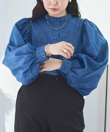 CPCM(シーピーシーエム) 胸刺繍デニムボリューム袖ブラウス