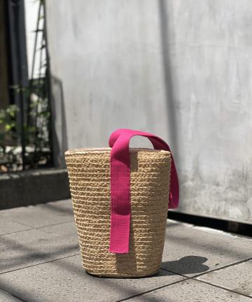 un dix cors(アンディコール) 【ワンハンドルで気軽に持てる】ラフィアラインバケツバッグ