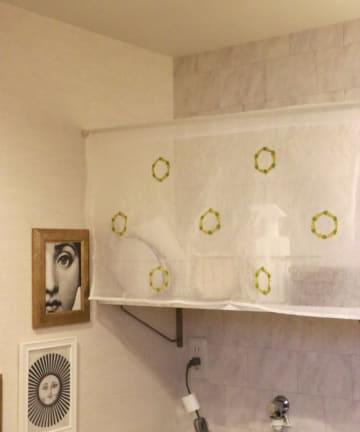 3COINS(スリーコインズ) 刺繍カフェカーテンフラワー