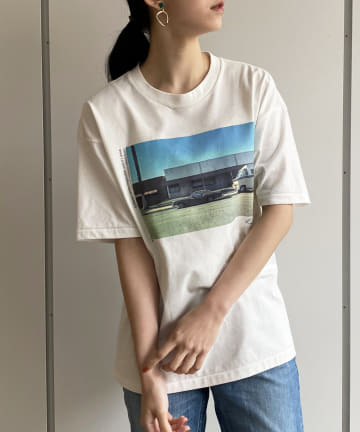 Loungedress(ラウンジドレス) 【+81BRANCA/ハチイチブランカ】DIFFERENT Photo Tシャツ