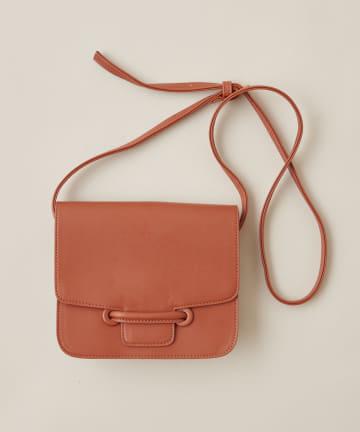 natural couture(ナチュラルクチュール) くるみハトメフラップショルダーバッグ