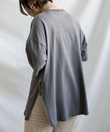 Thevon(ゼヴォン) サイドジップスリットTシャツ