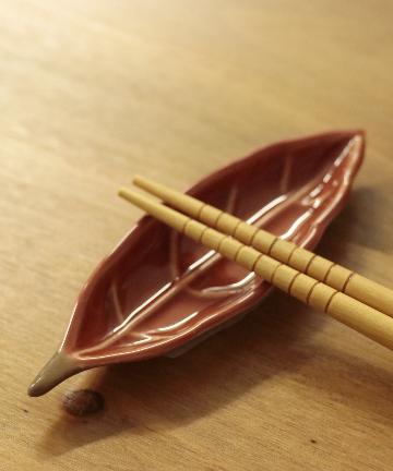 salut!(サリュ) 葉の箸置き(レッド)