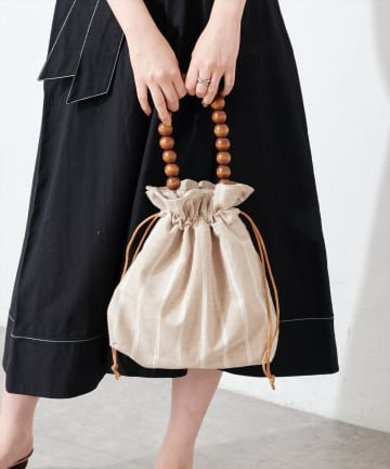 natural couture(ナチュラルクチュール) ウッドビーズハンドル巾着バッグ