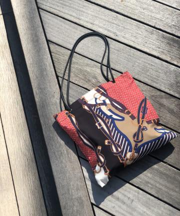 un dix cors(アンディコール) 【メインバッグとしておすすめなデザイン】スカーフ柄トートバッグ