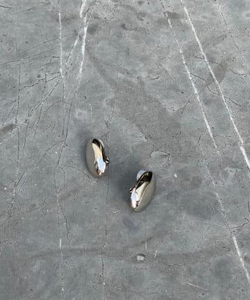 RIVE DROITE(リヴドロワ) 【女性らしさを引き立ててくれる】オーバルモチーフイヤリング
