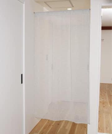 3COINS(スリーコインズ) 【素材にこだわる新生活】すかしボーダースタイルカーテン