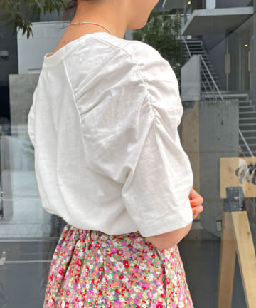 Omekashi(オメカシ) 【5/1〜セットフェア対象】シャーリングパフTシャツ