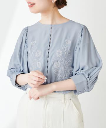 natural couture(ナチュラルクチュール) 刺繍パフブラウス