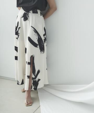 mona Belinda(モナ ベリンダ) 《WEB限定》モノトーンペイント柄スカート