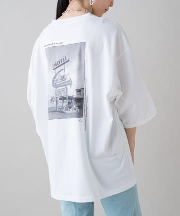 Loungedress(ラウンジドレス) 【+81BRANCA/ハチイチブランカ】Motel Photo Big Tシャツ