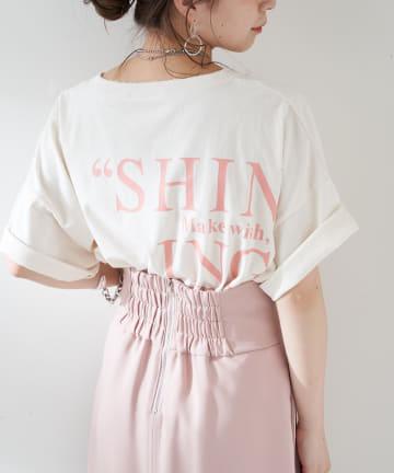 who's who Chico(フーズフーチコ) ショート丈バックロゴダメージTシャツ