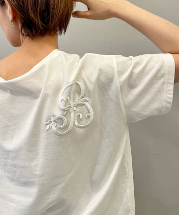 BEARDSLEY(ビアズリー) 《4/3(土)12:00 予約スタート》イニシャル刺繍Tシャツ