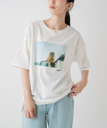 Loungedress(ラウンジドレス) 【+81BRANCA/ハチイチブランカ】Girl PHOTO Tシャツ