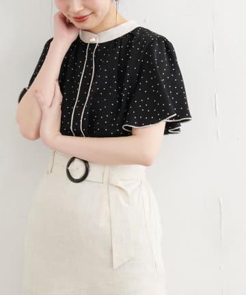 natural couture(ナチュラルクチュール) 【WEB限定カラー有り】パール釦ポイントバイカラーフレア袖ブラウス