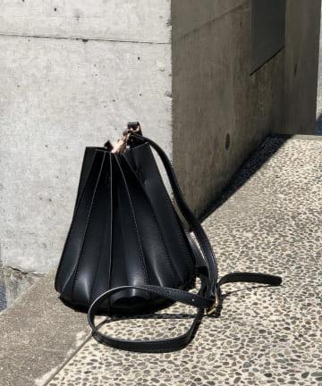 un dix cors(アンディコール) 【立体感のあるプリーツがおしゃれに差を付ける】プリーツショルダーバッグ