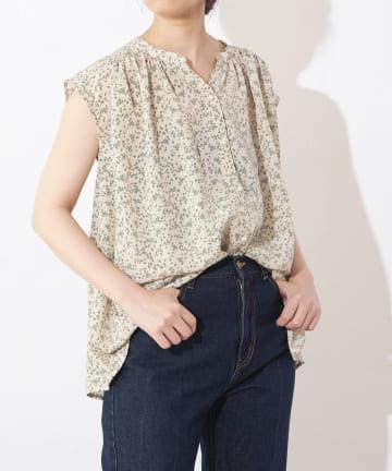 natural couture(ナチュラルクチュール) パール釦スキッパーギャザーブラウス