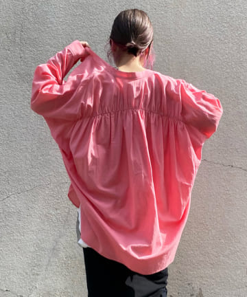 DOUDOU(ドゥドゥ) バックギャザーシャツ