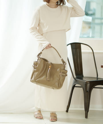 Daily russet(デイリー ラシット) メッシュ型押しタッセル付きワンショルダーバッグ