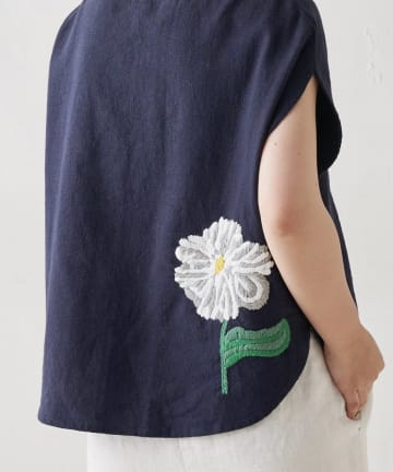 BEARDSLEY(ビアズリー) 《WEB限定で復活》ウシロ花刺繍マルブラウス