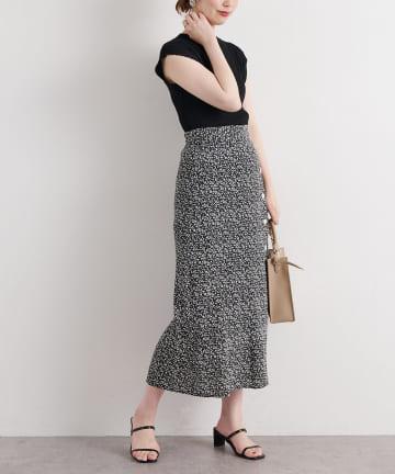 natural couture(ナチュラルクチュール) レトロ小花柄スリットスカート