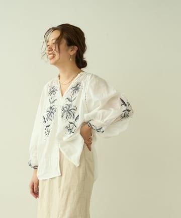 natural couture(ナチュラルクチュール) 【大人ナチュ】ボリュームスリーブ刺繍ブラウス