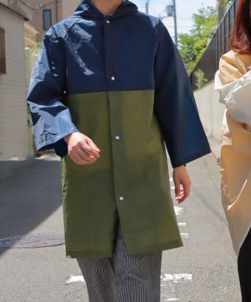 3COINS(スリーコインズ) 【Enjoy Rainy Days】巾着付き切り替えレインコート