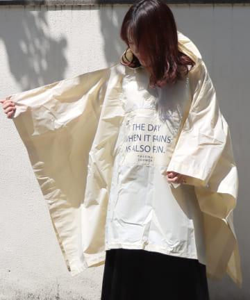 3COINS(スリーコインズ) 【Enjoy Rainy Days】バッグ付きスクエアポンチョ【Lサイズ】