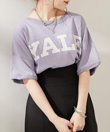 who's who Chico(フーズフーチコ) YALEビックロゴプリントTシャツ