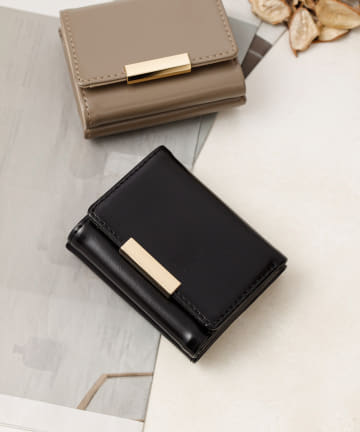 COLONY 2139(コロニー トゥーワンスリーナイン) プレート付き三つ折り財布/コンパクトウォレット
