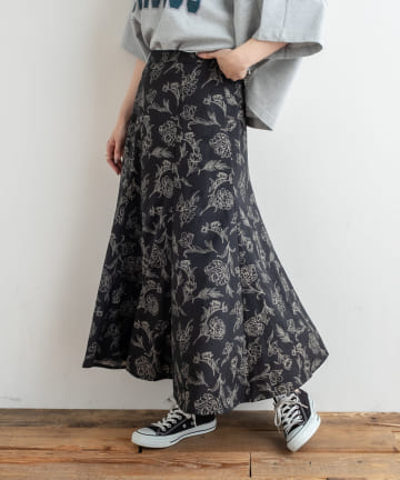NICE CLAUP OUTLET(ナイスクラップ アウトレット) 線画花柄スカート