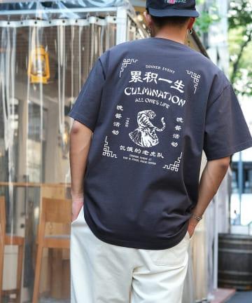 Discoat(ディスコート) 【ユニセックスで着用可能】チャイナバックプリントショップTシャツ