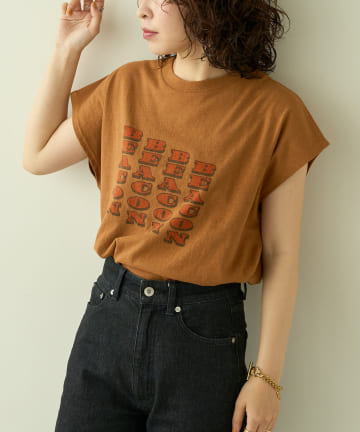 natural couture(ナチュラルクチュール) 【大人ナチュ】ボックスシルエットおちゃめロゴT